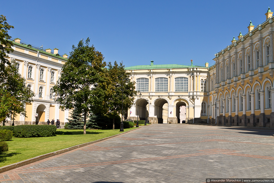 Переход между зданиями Оружейной палаты и Большого Кремлёвского дворца | The passage between The Armoury Chamber and The Grand Kremlin Palace