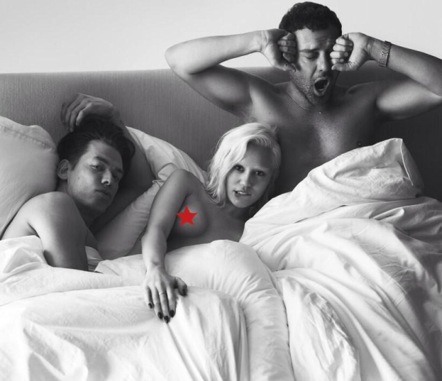 Miley Cyrus en la cama con dos hombres