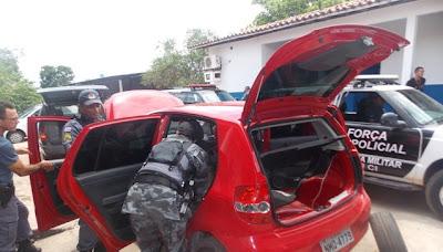 Carro usado pela quadrilha (Foto: Blog do Foguinho)