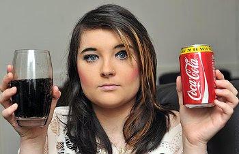 Gadis Cantik Kecanduan Soda 18 Liter Sehari