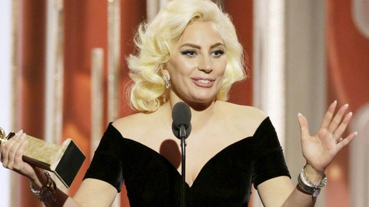 """Em seu Twitter, a compositora afirmou que escutou a demo de """"Til It Happens To You"""" e Gaga teria mudado apenas uma linha de sua letra."""