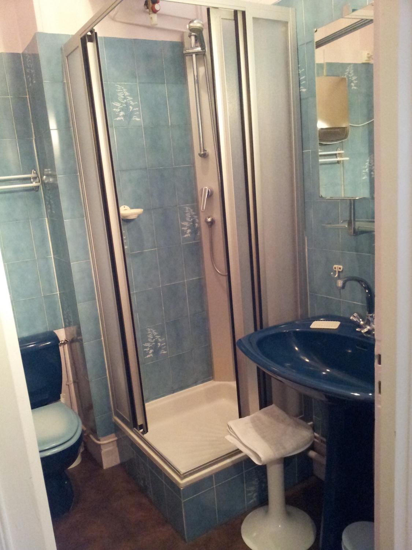 cure vichy location appartement meubl au coeur des thermes de vichy. Black Bedroom Furniture Sets. Home Design Ideas