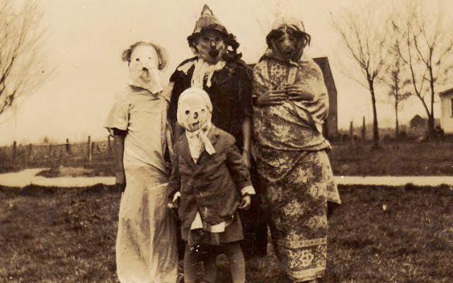 「100年前 ハロウィン 写真集」の画像検索結果