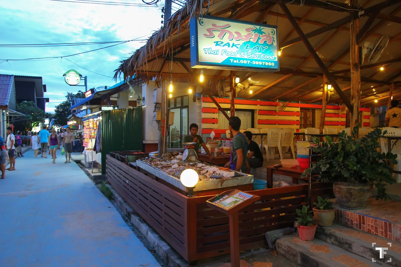 Rak Lay Restaurant Is One Of The More Por Dining Options Here In Koh Lipe Opened For Lunch As Well Dinner Restaurants Offers A Variety Thai