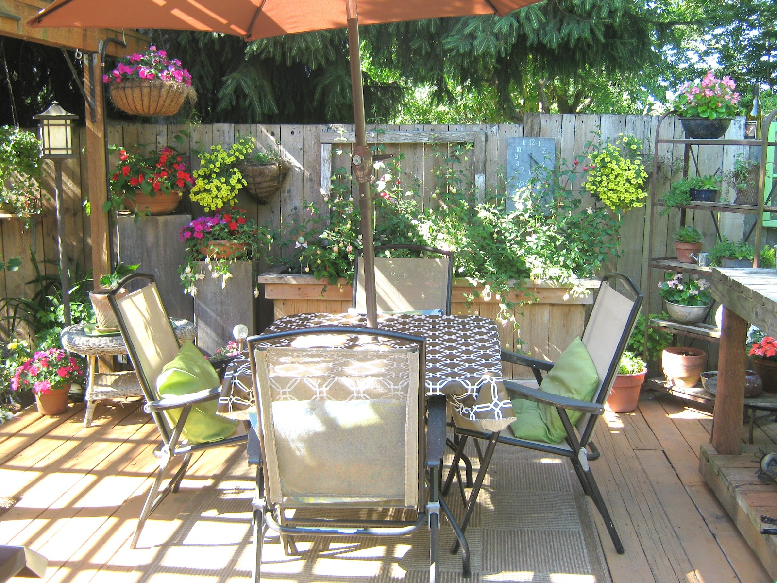 Rindy mae the deck for Small outdoor decorating ideas