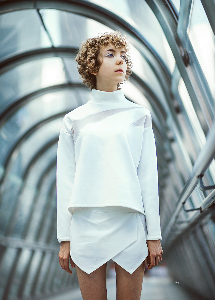 Portrait photography, fashion blogger Das Sheep, la Défense, total white outfit