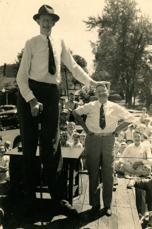 Munichburg Memories: Robert Wadlow, the World's Tallest Man