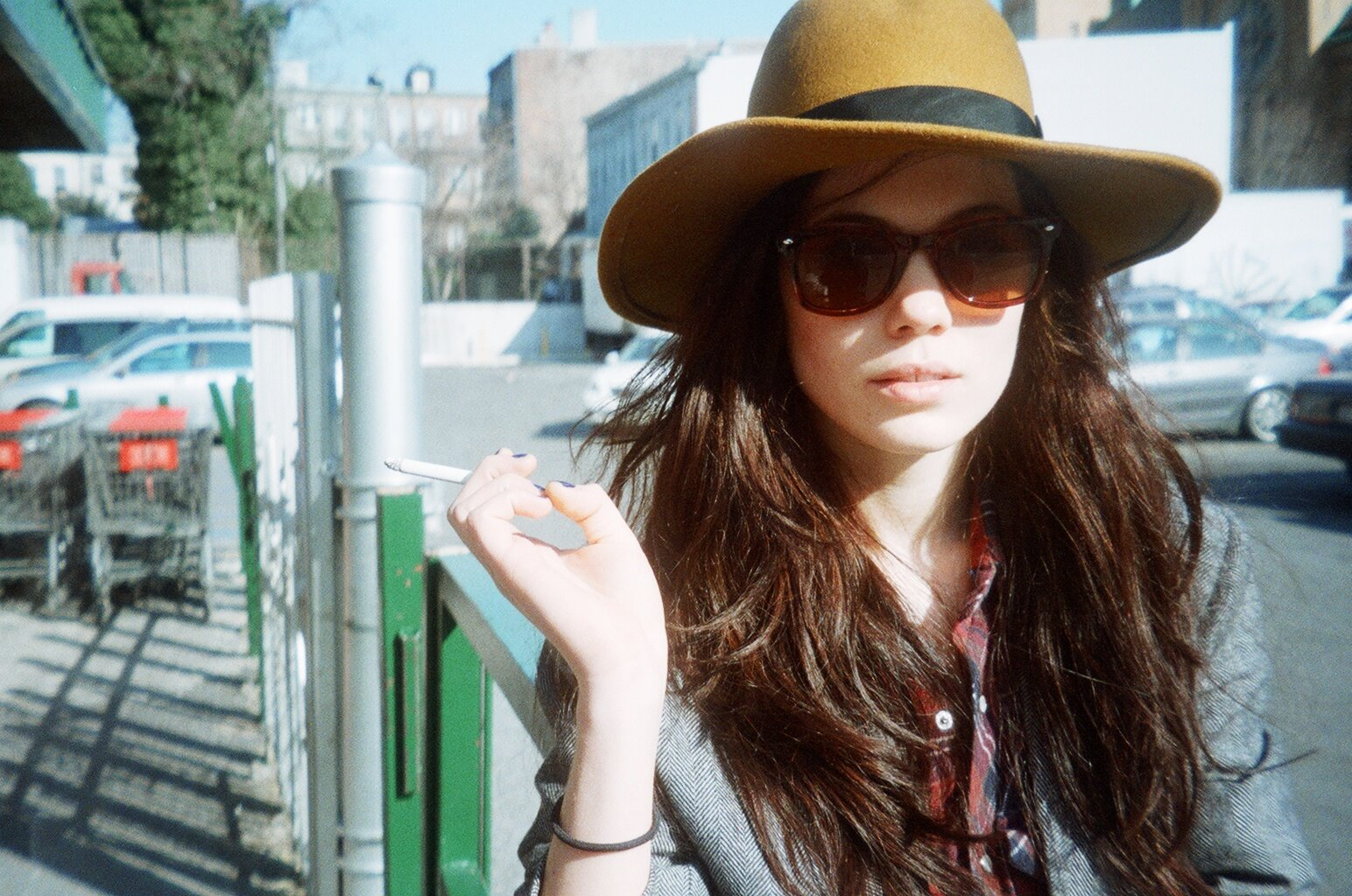 http://1.bp.blogspot.com/-SmxIX9Ftsrc/TZW_m9q00GI/AAAAAAAAAJI/0FvtZZ-G2Nc/s1600/proenza+schouler+sunglasses+rayban+hat.JPG