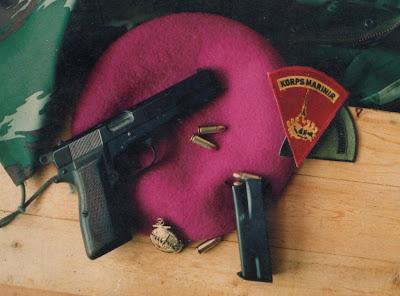 Badge dan Baret Korps Marinir