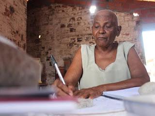 Aos 76 anos, idosa faz Enem pela sétima vez: 'nunca vou desistir'