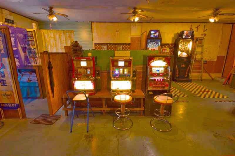 slot machines,dartboards