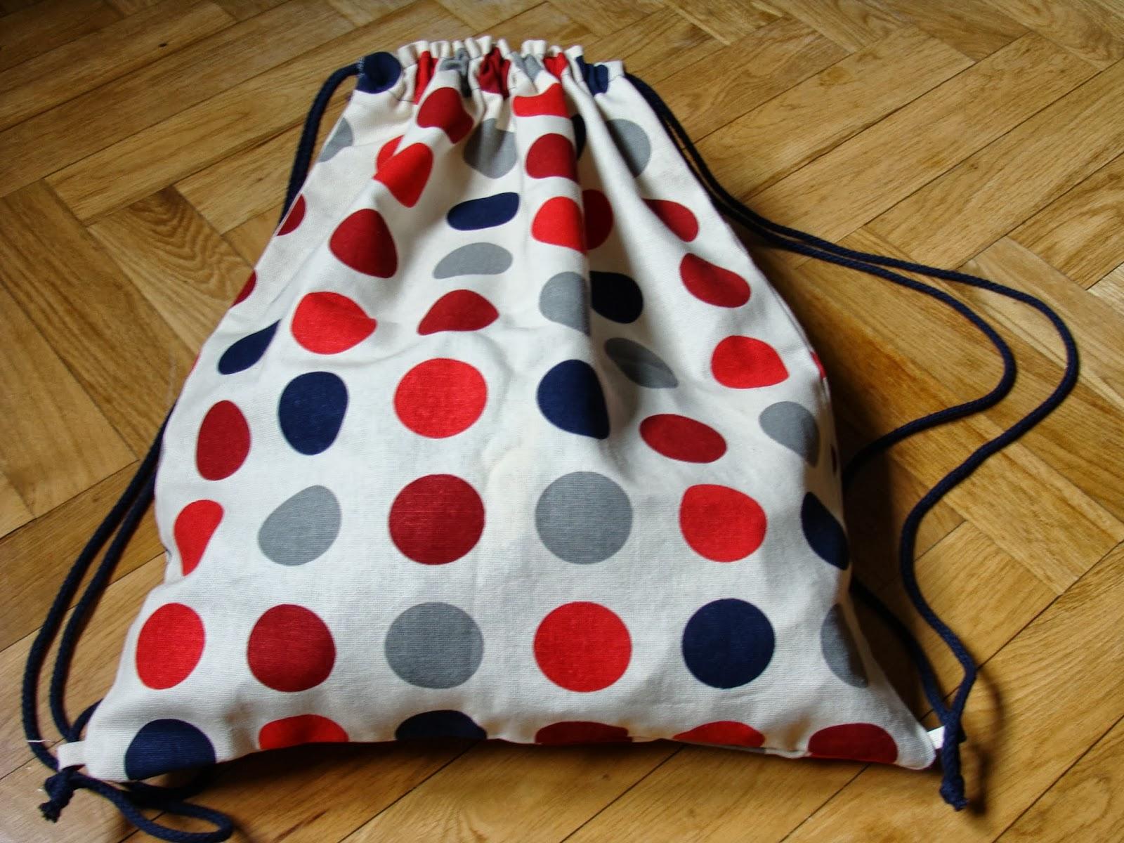 Diy tutorial c mo hacer una mochila de tela handbox for Como colocar una mochila de inodoro
