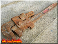 Electrolysis De-rusting old pipe wrench