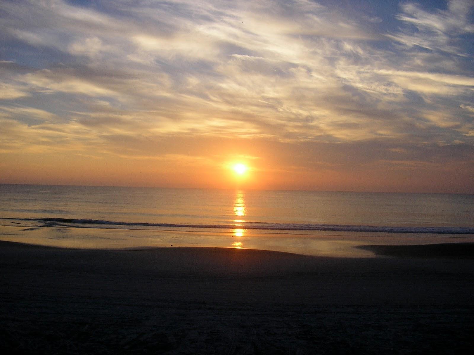 http://1.bp.blogspot.com/-Snbax7GpJgw/TVQkmZ_rwlI/AAAAAAAAF88/PBGqzwcXzD0/s1600/beach+wallpaper+%25288%2529.jpg