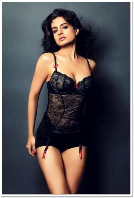 Hot-ameesha-patel-sexy-photos-4