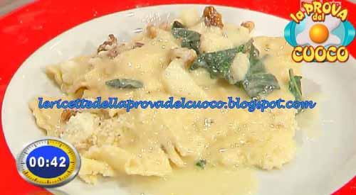 Tortelli ripieni di grana pere e noci ricetta Marretti da La Prova del Cuoco