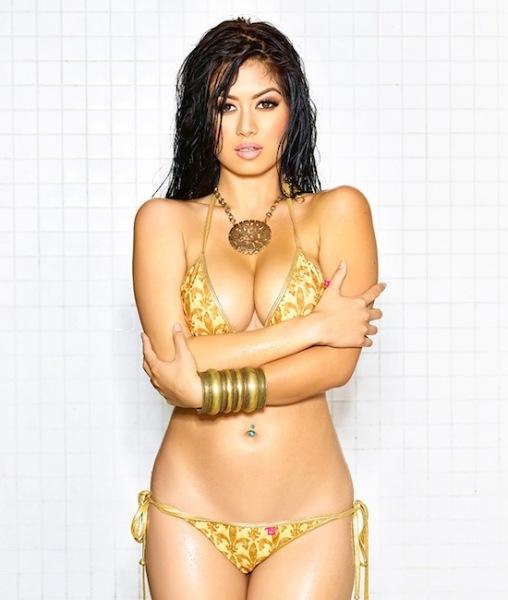 Sexy snap Kim Lee