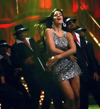hot katrina kaif and akshay kumar in welcome