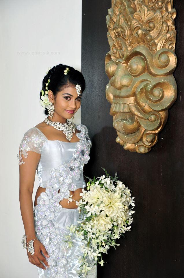 Topless sri lanka dress hot girls wallpaper for Sri lankan wedding dress