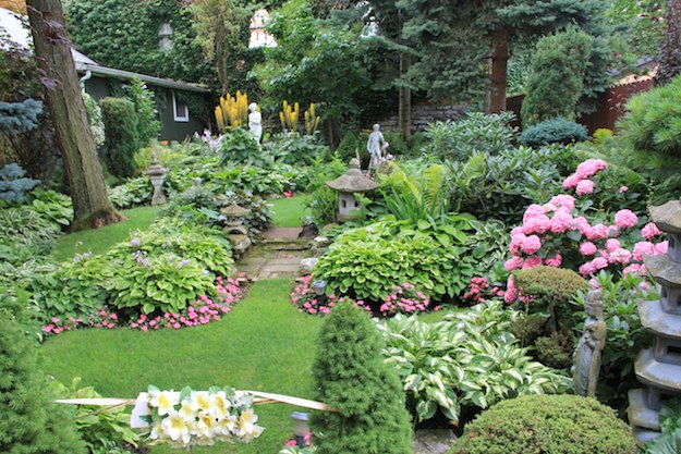 Amazing Landscaping Ideas - Turn Your Yard Into an Oasis : sample-of-garden-design - designwebi.com