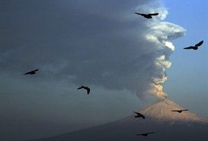 Popocatepetl_volcano_eruption_ seen_from_San _Andres_Cholula_Mexico