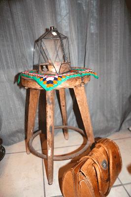 Lanterne en triangle/granny square/tabouret vintage/sac 70's hyppie. La puce au grenier