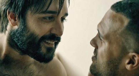 Agustín, uno de los protagonistas de Looking, con su pareja en la serie