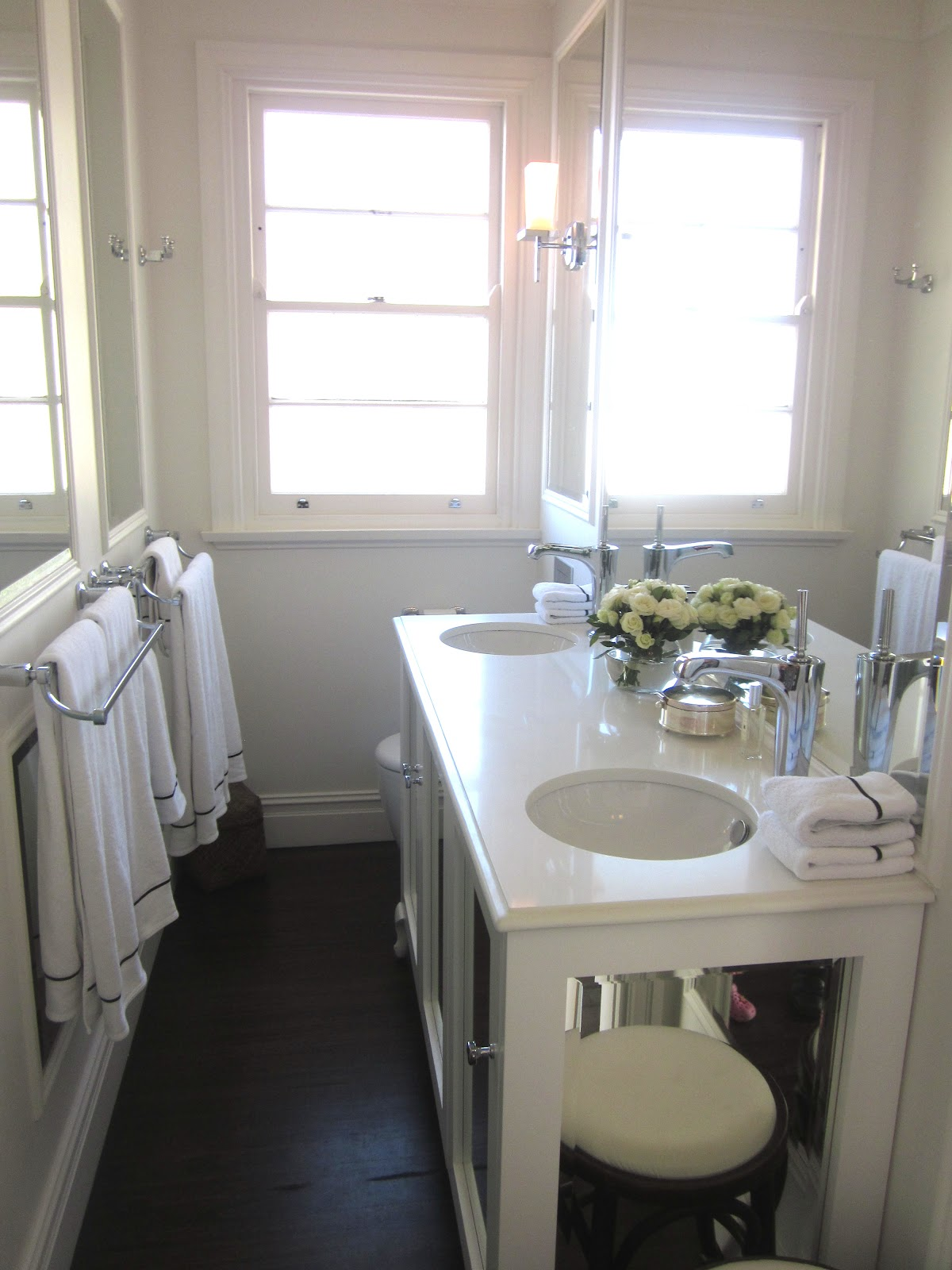 Beach house decor a white bathroom desire empire for Beach house bathroom ideas