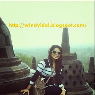 Foto Windy Idol Sedang Berada Di Candi Borobudur