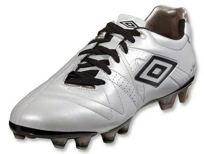 9c196ab32 Vamos às cores dos modelos Umbro Speciali 3 Pro, pearlized white Umbro  Geometra Pro, Umbro Geometra Pro Football Boots ...