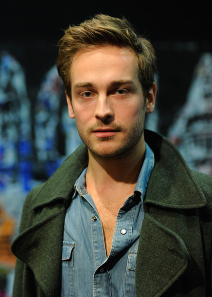 Tom Mison | Shirtless