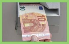 El nuevo billete de 10 euros entra en circulación este martes.