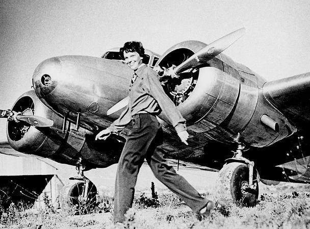 Amelia Earnhart mengelilingi dunia