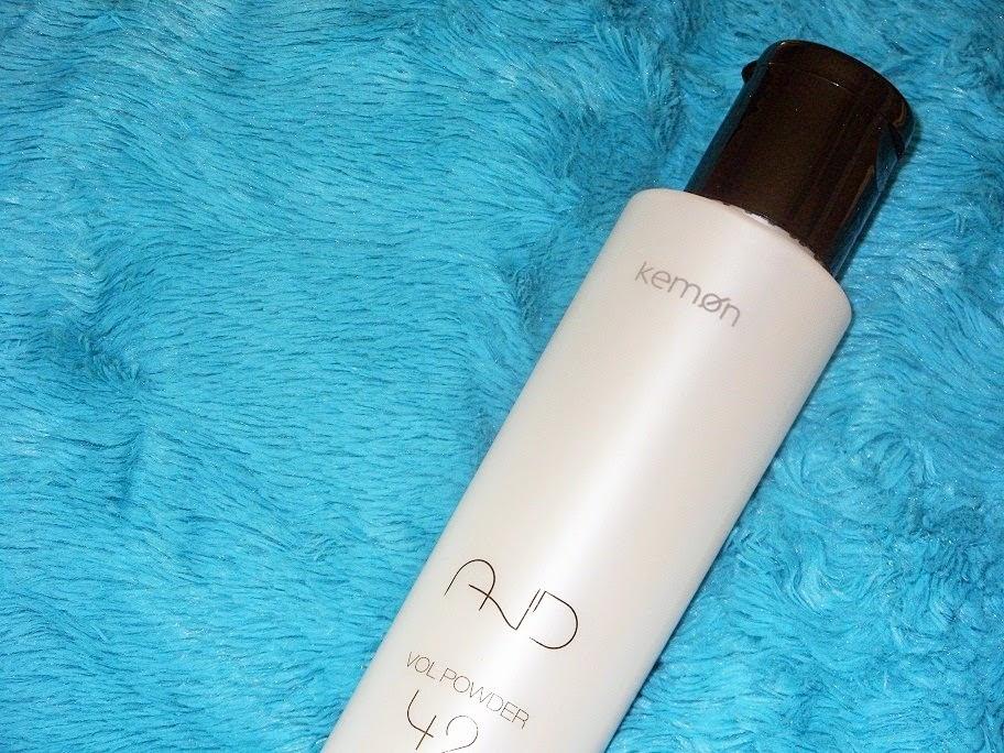 Recenzja: Puder zwiększający objętość włosów AND Vol Powder 42, Kemon