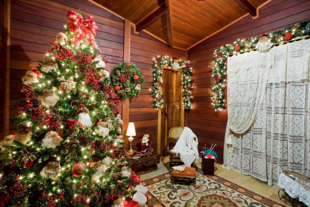 decoracao de natal para interiores de casas:-arvore-natal-37-decoracao-de-natal-residencia-de-350-m-vira-casa