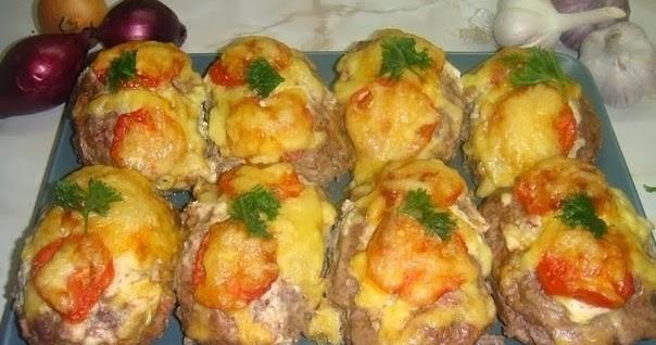 Куриный салат с сухариками и капустой