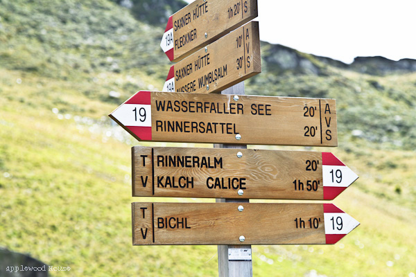 Wegweiser Wanderwege Südtirol