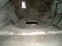 Part superior d'una de les grans tines del Mas d'Olzinelles