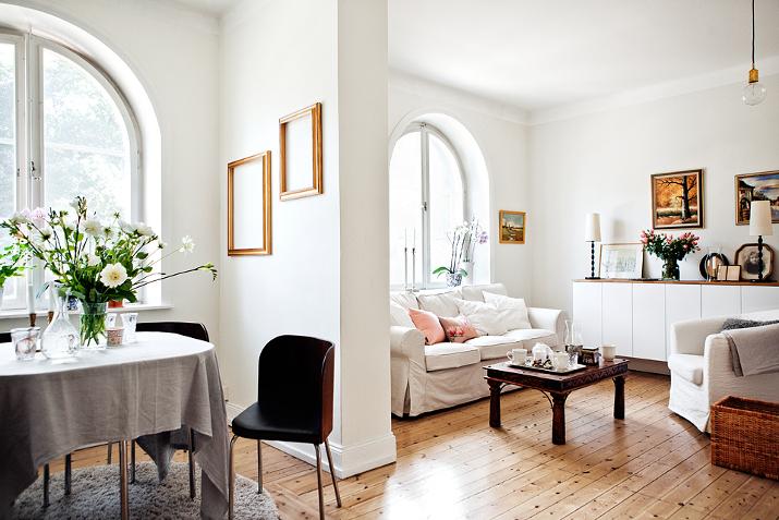 Luz y aires nordicos vintage en un piso cotidiano for Decoracion pisos retro