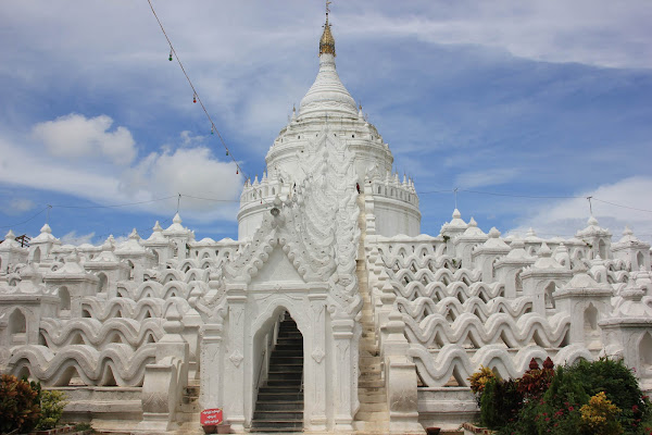 Pagoda Hsinbyume Myatheindan en Mingun