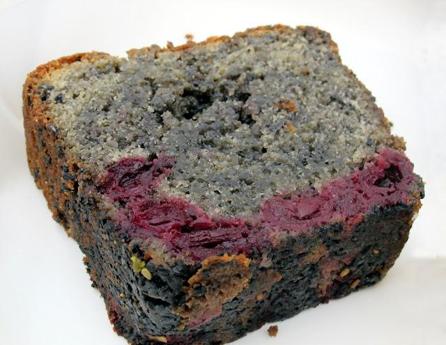 Nanashi - Paris - Cake sésame noir griottes