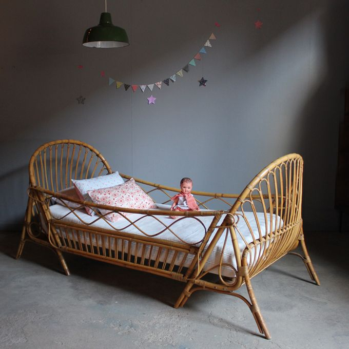 moon to moon vintage rattan toddler beds. Black Bedroom Furniture Sets. Home Design Ideas