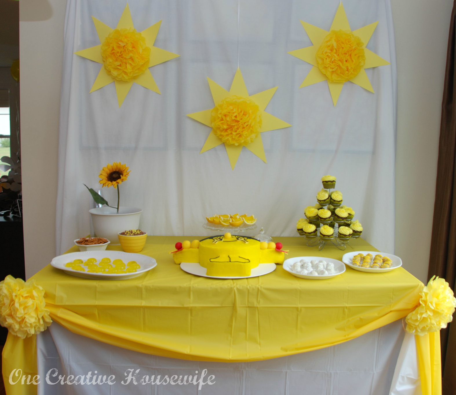 One Creative Housewife: Little Miss Sunshine Party {Part 1