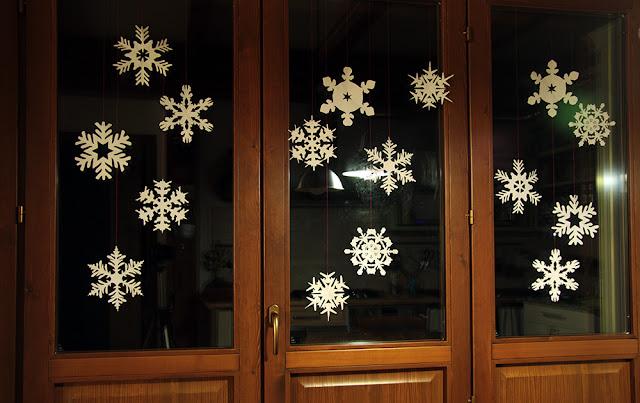 fiocchi di neve ritagliati nella carta