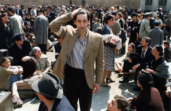 Adrien Brody (Wladyslaw Szpilman) en una escena de El pianista