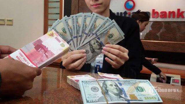 Rupiah Terpuruk, Di Bank-bank Tembus Rp 13.700 Per Dollar AS