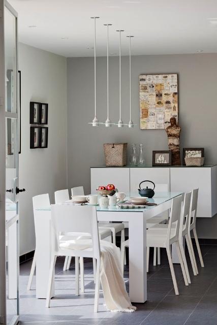 Una casa para recrearse a perfect house for Sillas blancas comedor