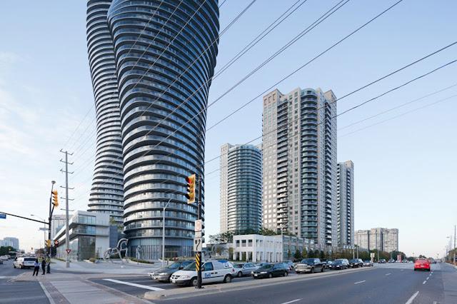 Tòa tháp lượn sóng tại Canada