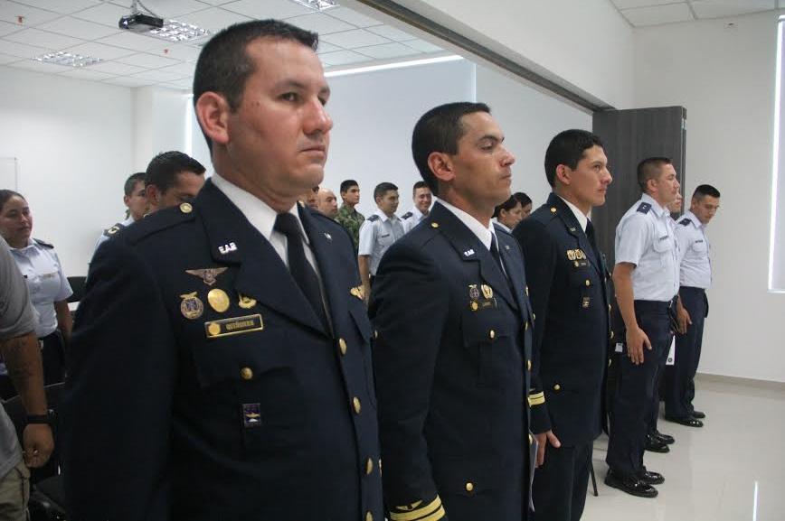 Militares de las Fuerzas Aéreas de Colombia y Perú culminan Primer curso Básico Internacional de Aeronaves Remotamente Tripuladas ScanEagle en Malambo.