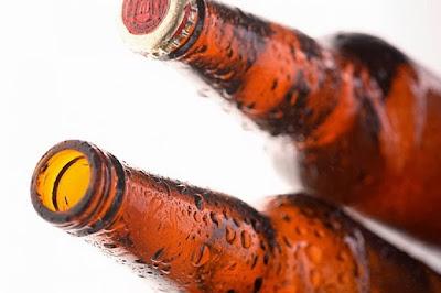 Botellas de cerveza fría